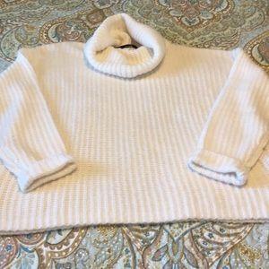 Kenzie  NWOT women's sweater size large